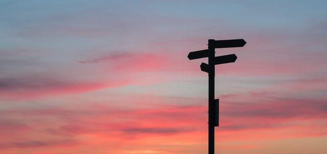 標識と夕焼け